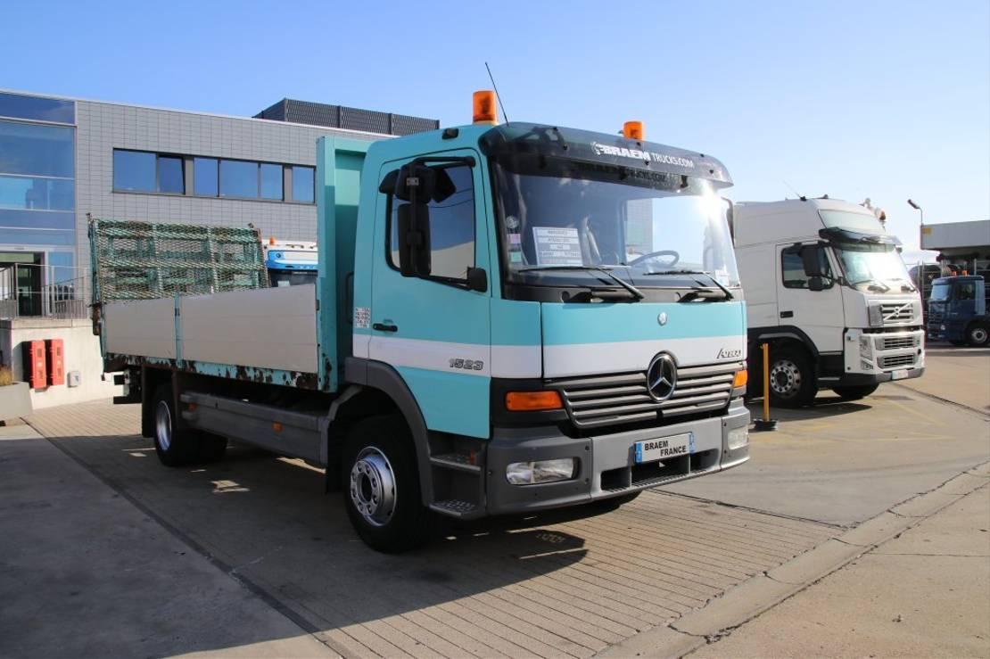 takelwagen-bergingswagen-vrachtwagen Mercedes-Benz Atego 1523 PORTE ENGIN 2002