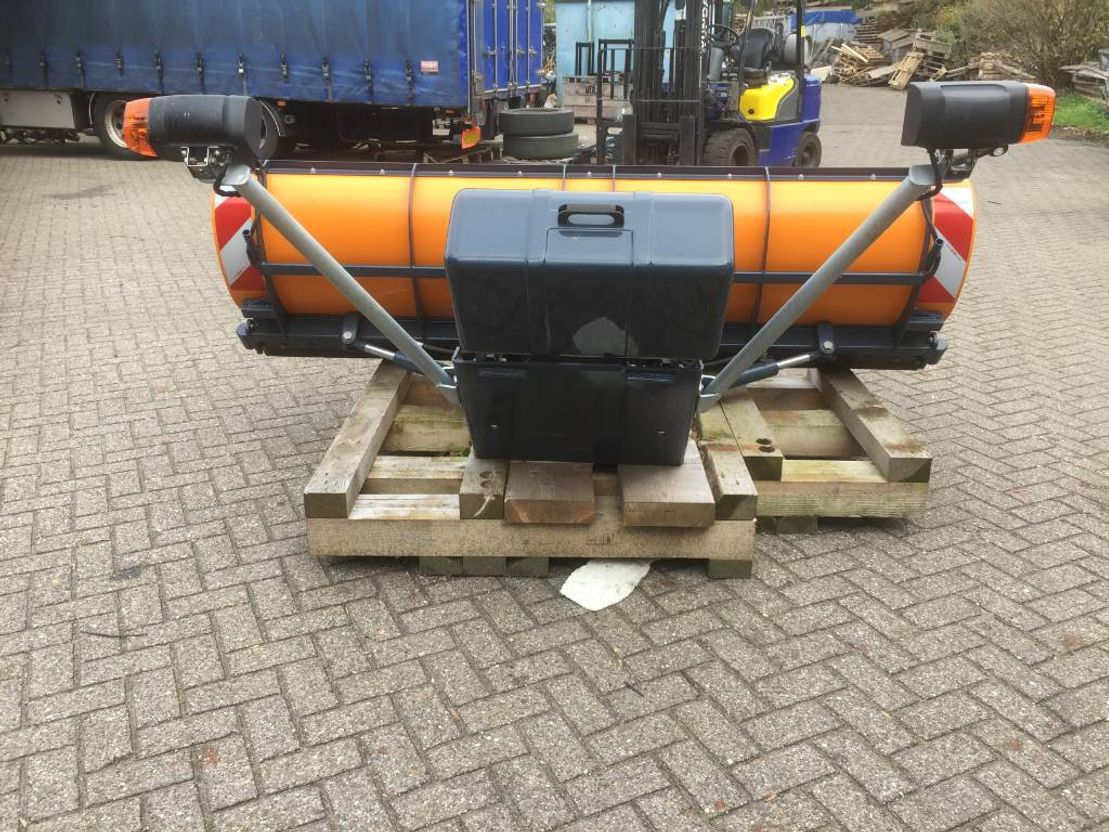 sneeuwschuiver uitrusting Diversen OZAMET OZ-T 25 SNOW PLOUGH -UNUSED 2016