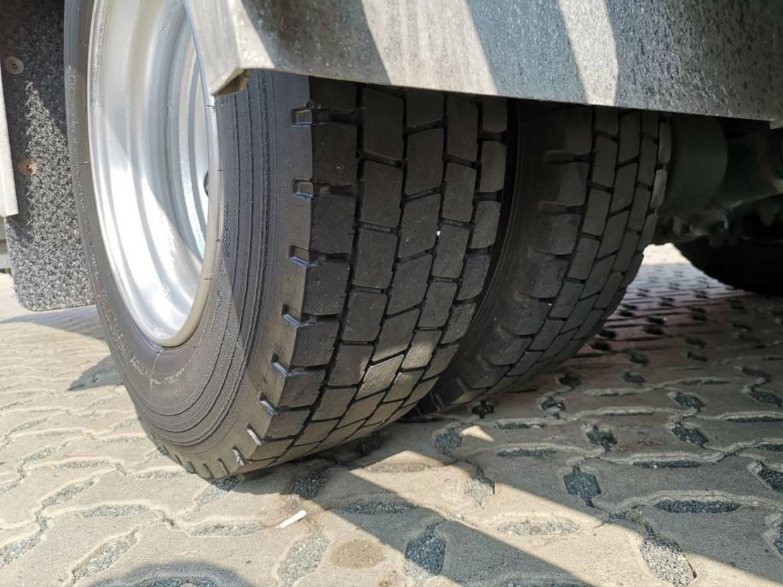 autotransporter vrachtwagen Mercedes-Benz Atego 822 4x2 BL / 2 Autos / Euro 5