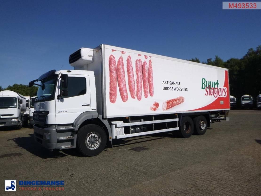 koelwagen vrachtwagen Mercedes-Benz Axor 2529 6x2 Euro 5 Carrier Xarios 600 frigo 2010