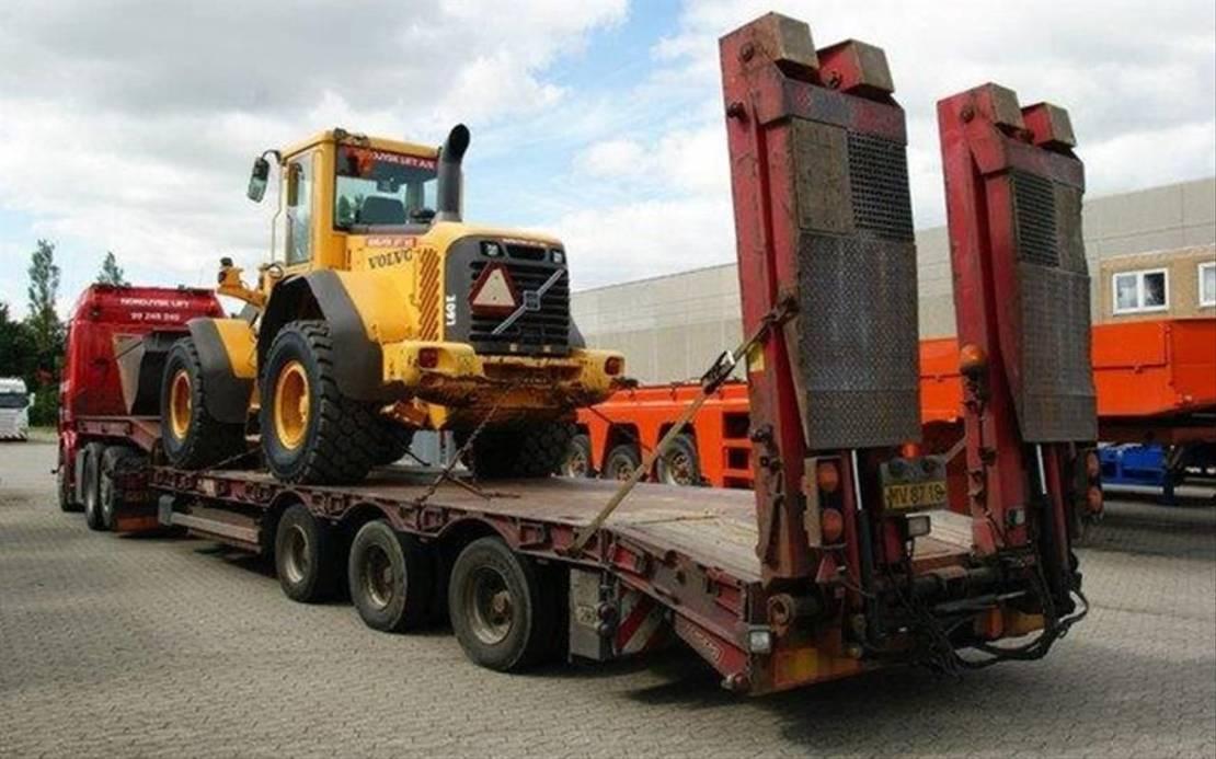 semi dieplader oplegger Renders Tieflader mit rampen, hydr. lenkung 2006