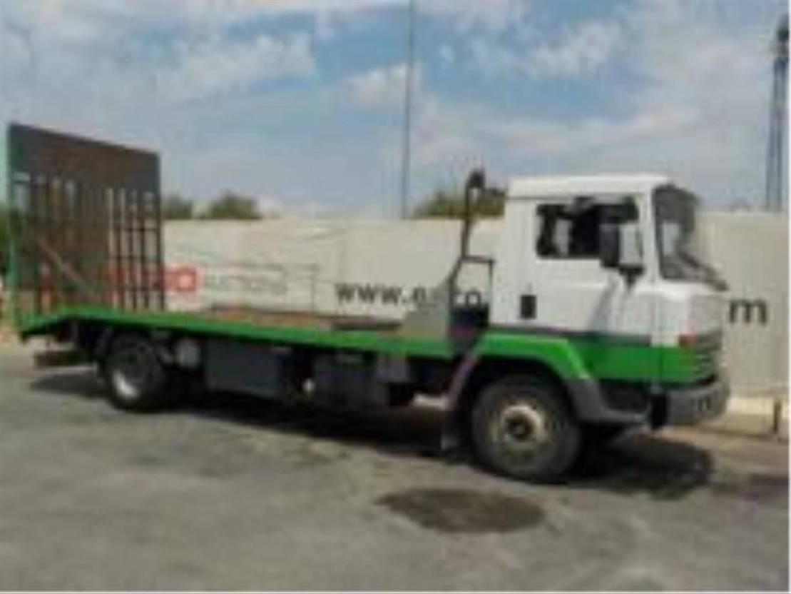 platform vrachtwagen Nissan M130 180 1993