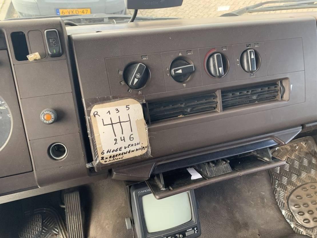 paardenvrachtwagen Mercedes-Benz 1320 Paardenwagen 1990