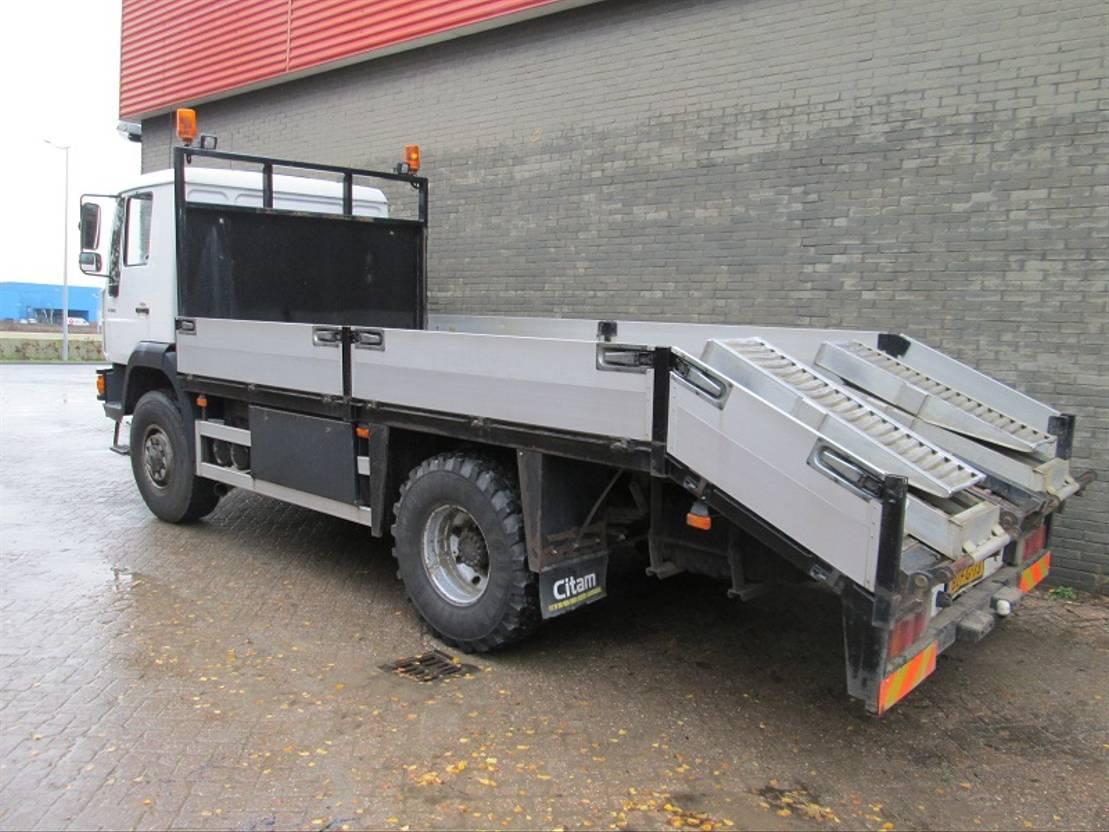 autotransporter vrachtwagen MAN L26 2001