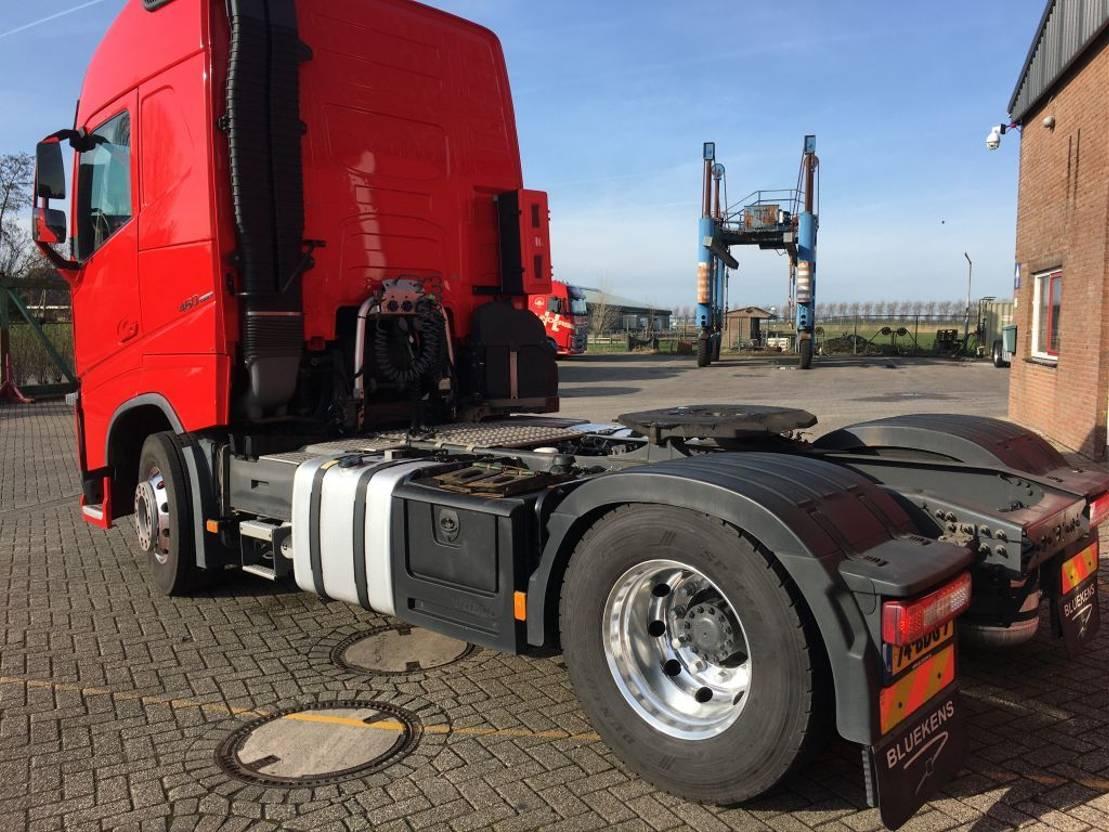 gevaarlijke stoffen trekker Volvo 2x FH EURO 6 ADR 2013
