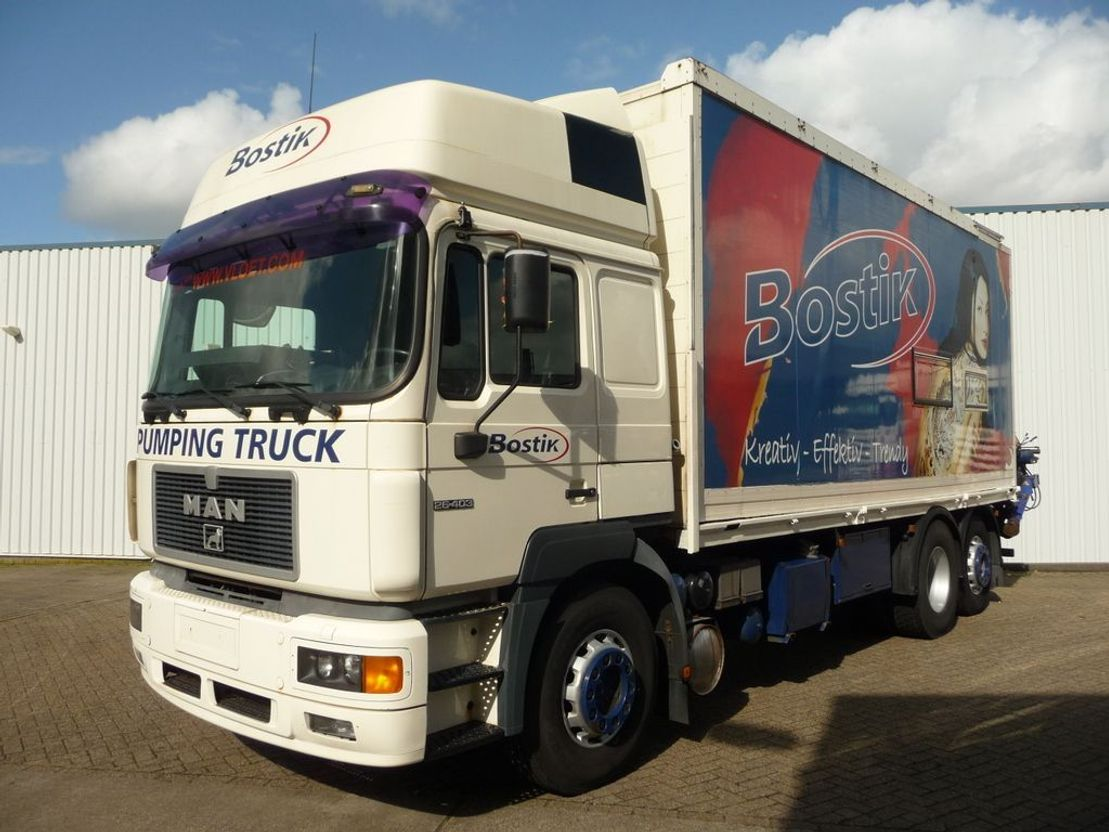 betonpomp vrachtwagen MAN 26.403 1997