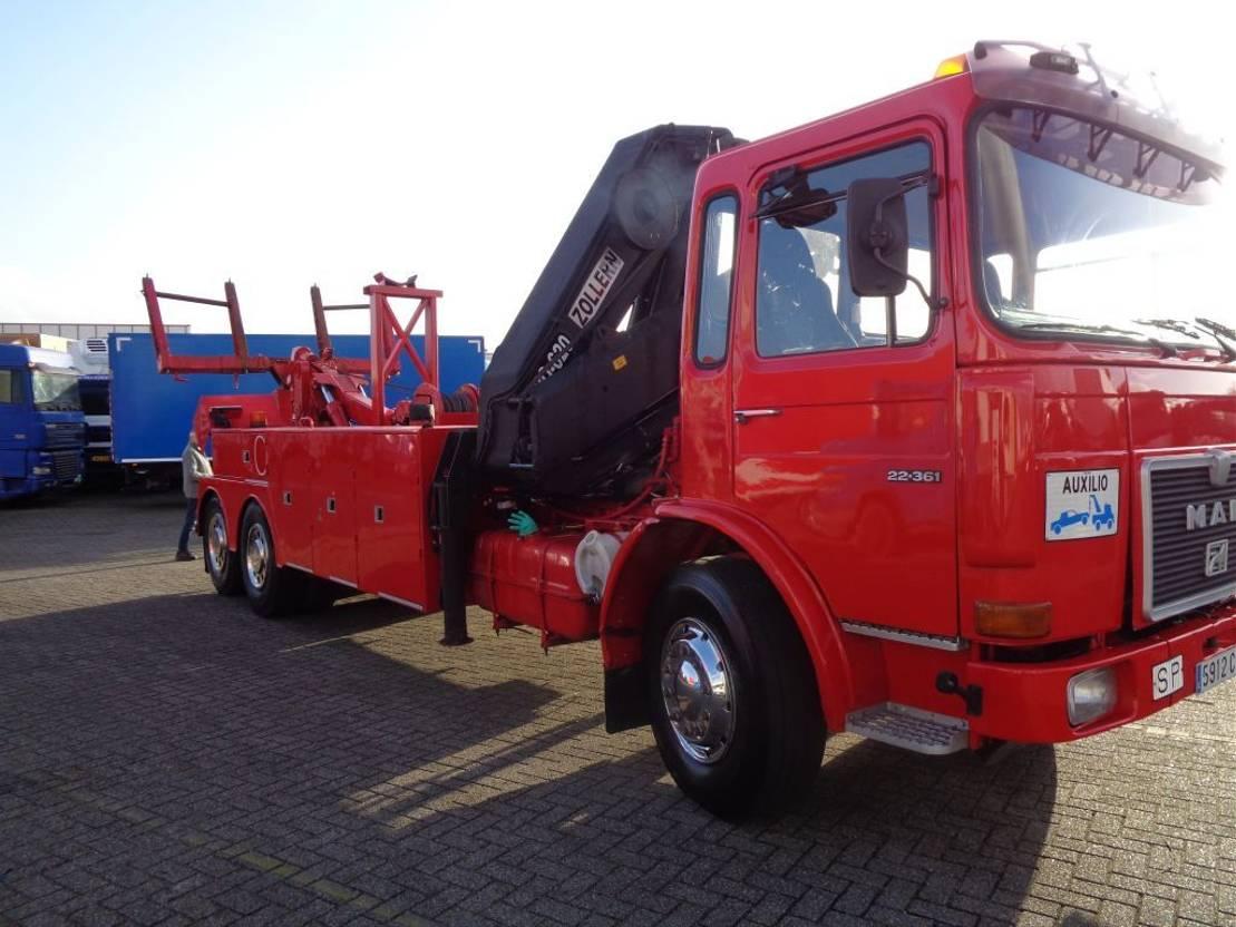 autotransporter vrachtwagen MAN 22.361 + Manual V10+ PTO + ZOLLERN Crane 1979