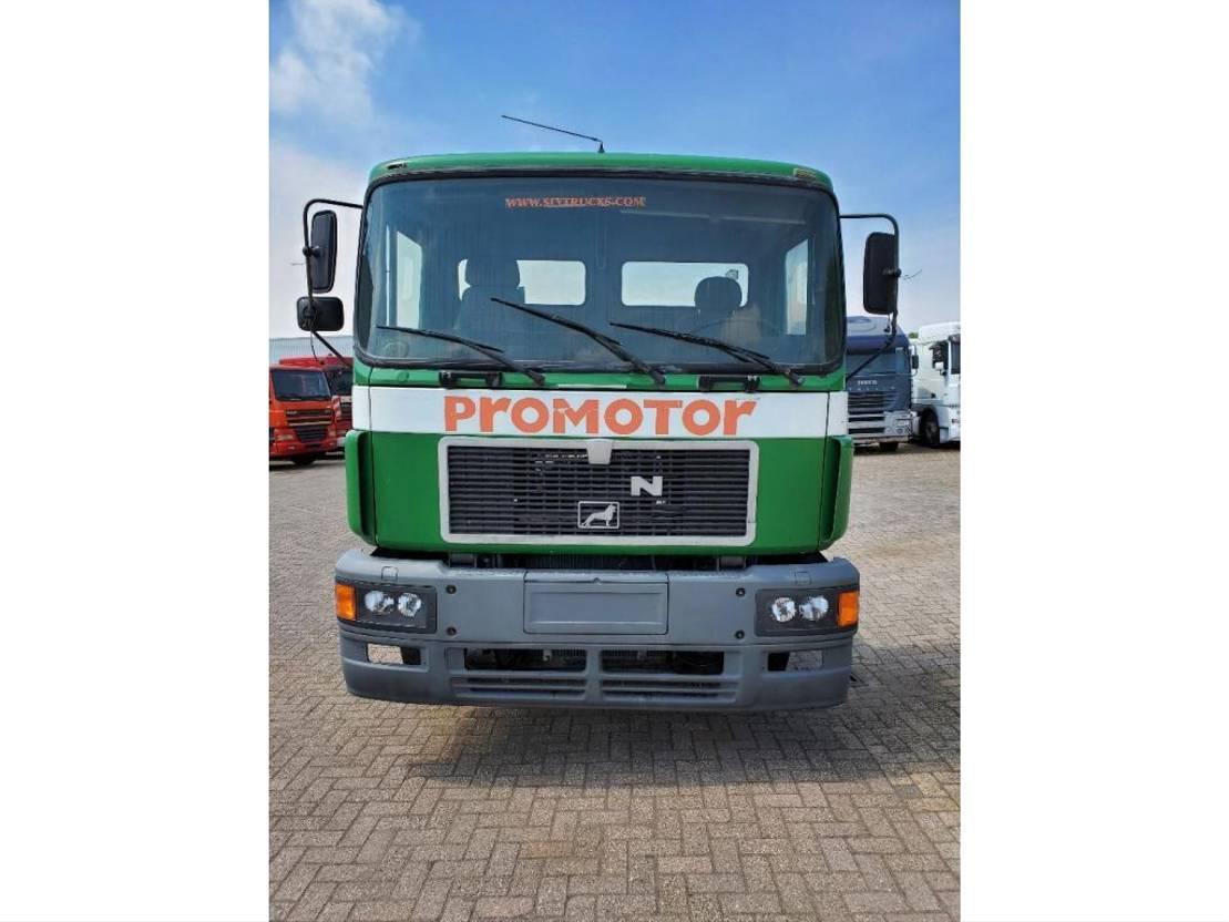chassis cabine vrachtwagen MAN 35.372 8x4 1993