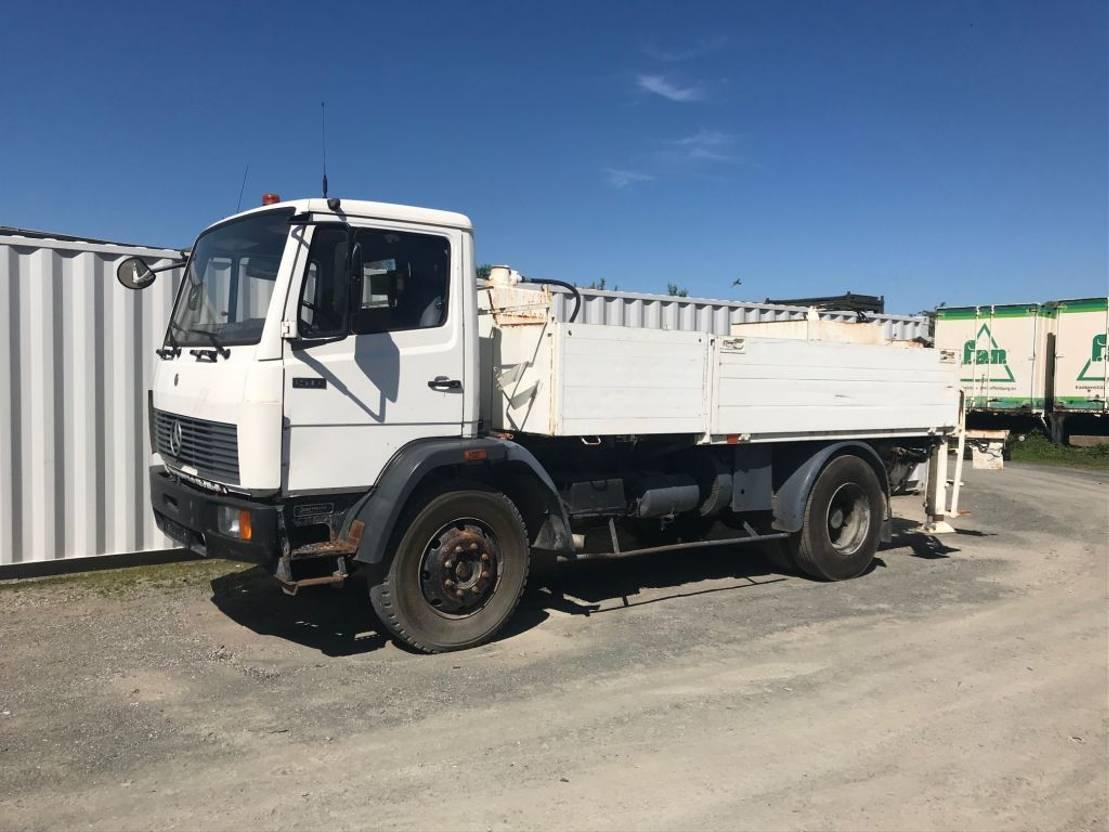 betonpomp vrachtwagen Mercedes-Benz 1517 - Schwing Line pump 1991
