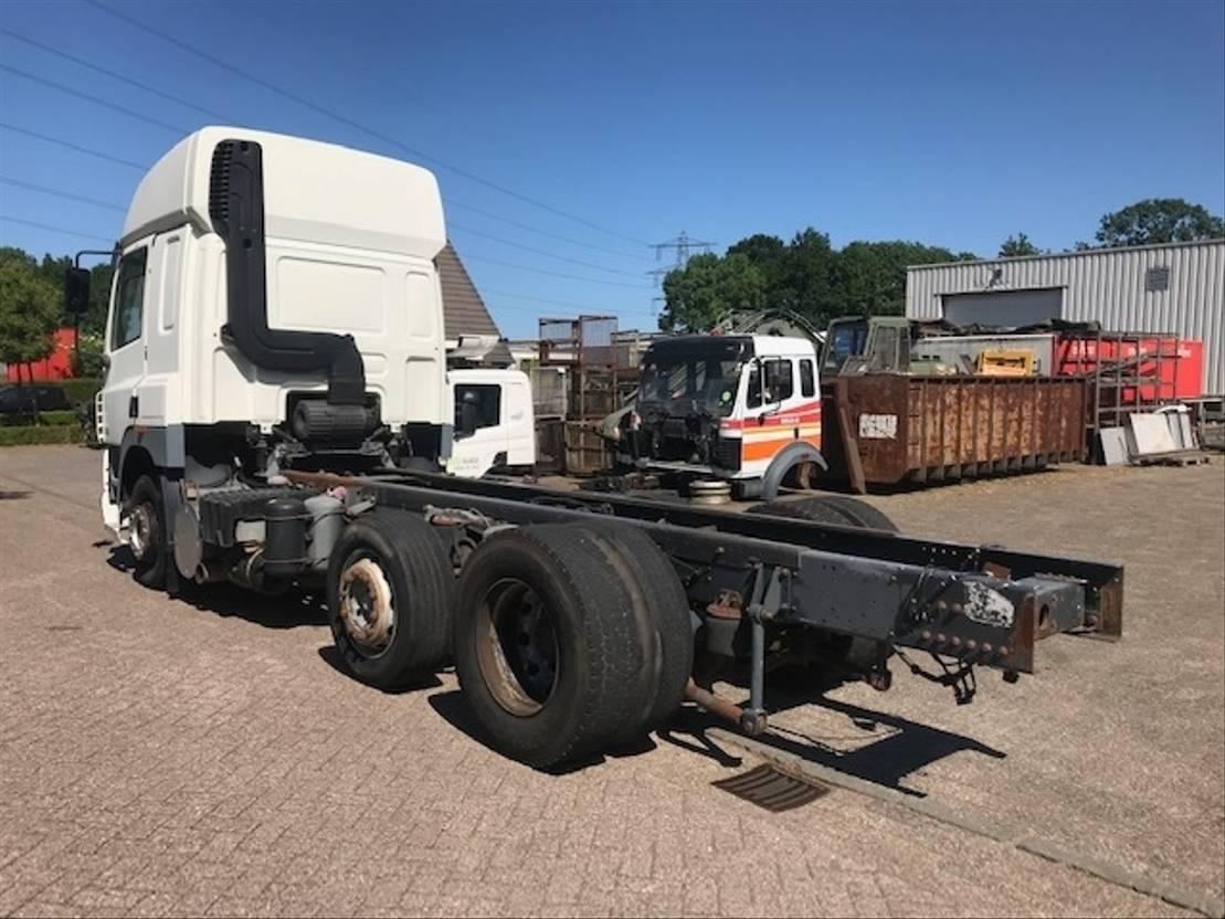 chassis cabine vrachtwagen DAF CF 85 480 6X2 EURO 3 MANUAL/HANDGESCHAKELD 2002