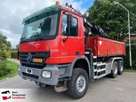 kipper vrachtwagen > 7.5 t Mercedes-Benz 3332 6x6 kipper met Tirre 131 autolaadkraan 2004