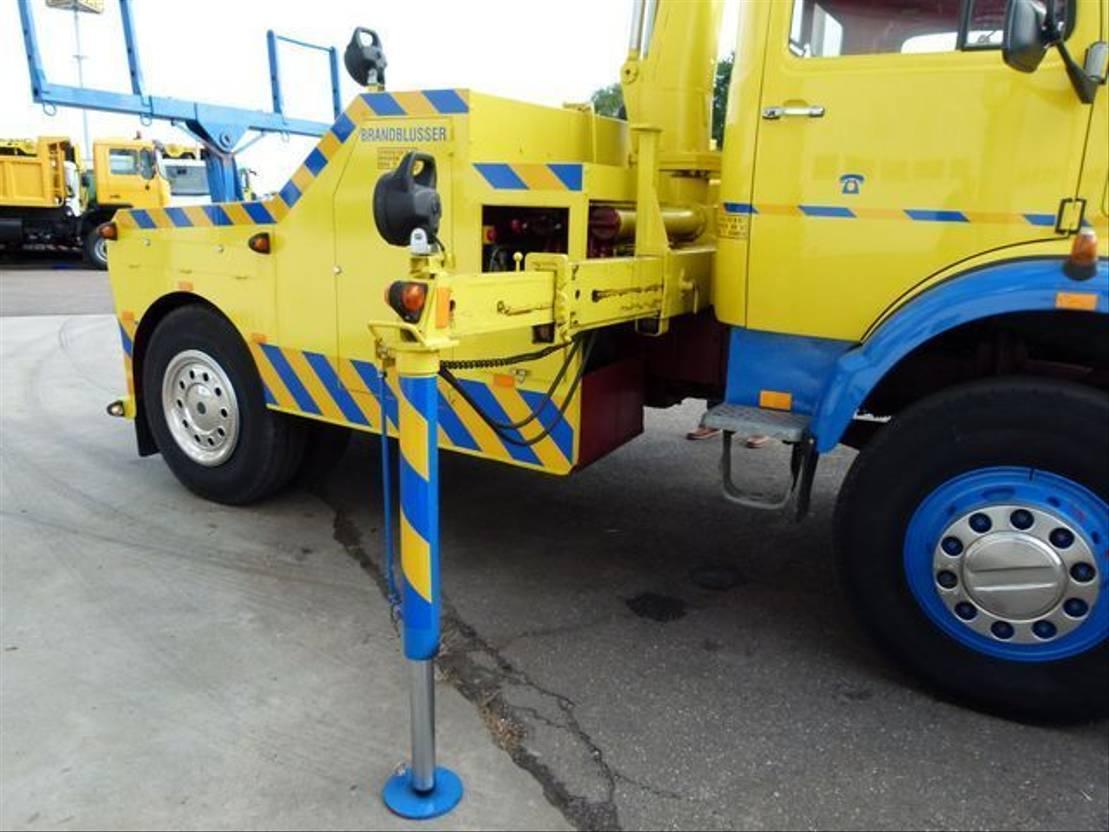 takelwagen-bergingswagen-vrachtwagen Mercedes-Benz LAK 1513 / 4x4 / Uniek Bergingsvoertuig - Recovery Truck 1973