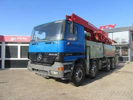 betonpomp vrachtwagen Mercedes-Benz 3240 8x4 PUTZMEISTER 31-M / 5 SECTION BOOM 2003