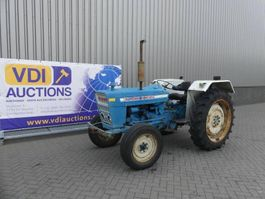 standaard tractor landbouw Ford 3055