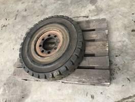 banden equipment onderdeel Overige Volrubberband 8.25-15 8.6 met velg