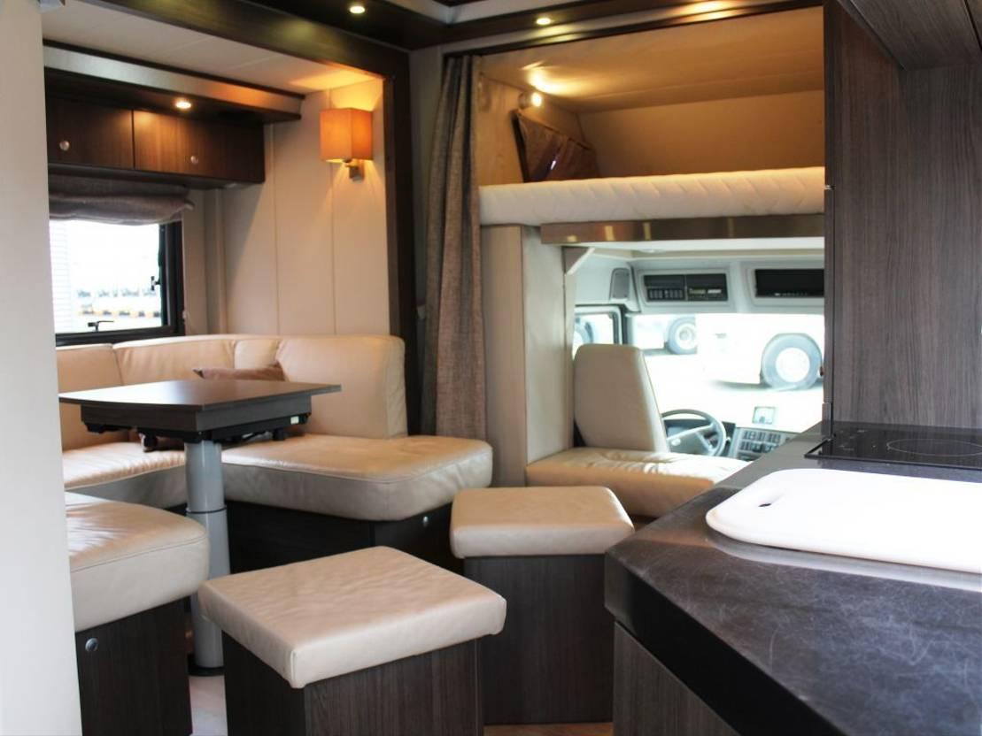 paardenvrachtwagen Volvo FL 290 STX 2010