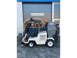 Veegmachine vrachtwagen Tennant ATLV4300 2014
