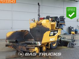 asfalteermachine wielen Caterpillar AP300 D 2014
