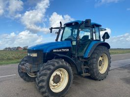 standaard tractor landbouw New Holland TM135 2000