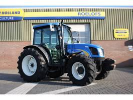 standaard tractor landbouw New Holland T4050 2009