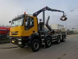 containersysteem vrachtwagen Iveco TRAKKER 450 8X4 HAAKSYSTEEM + HMF 1643 Z KRAAN 2010