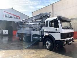 betonpomp vrachtwagen Mercedes-Benz 2435 Bomba de hormigon Putzmeister BSF 32 m 1990