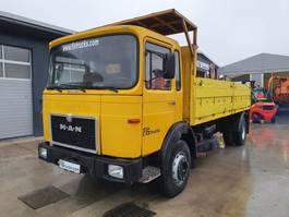 platform vrachtwagen MAN 19.281 4x2 stake body + crane 1984