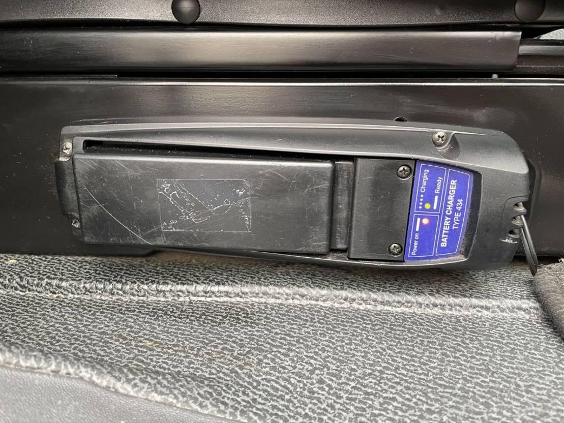 kraanwagen Mercedes-Benz 2032 palfinger pk27002 compleet like new 2006
