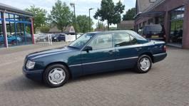 sedan auto Mercedes-Benz 200 E-Klasse 200 SEDAN 1995