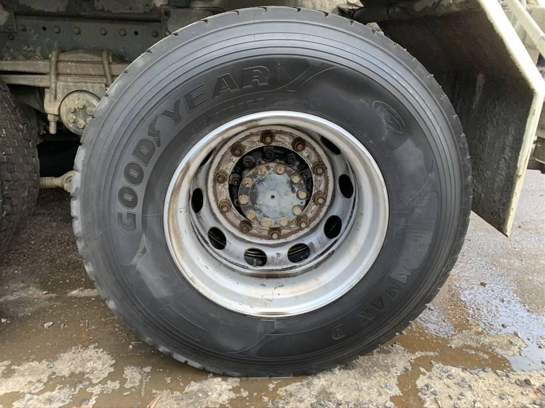 betonmixer vrachtwagen MAN TGA 32.400 - 8x4  - 8m3 MIXER LIEBHERR LTM 804 - MANUAL ZF - STEEL SPRING - BLATT/BLATT - LAMES - BALLIESTAS 2007