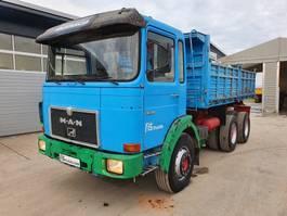 kipper vrachtwagen > 7.5 t MAN 26.321 6x4 3-sided tipper 1980