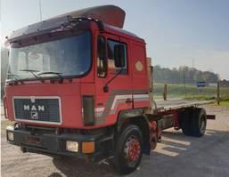 platform vrachtwagen MAN 19.422 4X2 stake body 1994