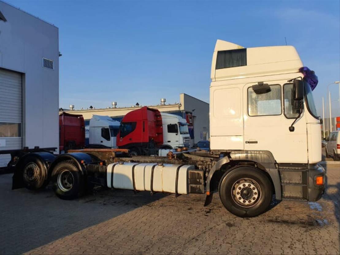 chassis cabine vrachtwagen MAN - 26 364 6x2 SHD 2001