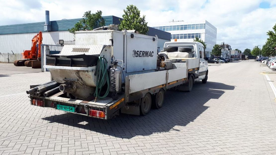 betonpomp vrachtwagen Mercedes-Benz SERMAC STAR 6 concretepump 2011
