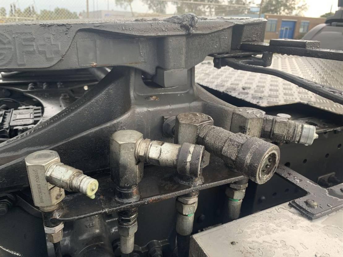 gevaarlijke stoffen trekker Mercedes-Benz Axor 1833 AXOR-R 1833 LS 2011 4x2 Manual Gearbox 2011