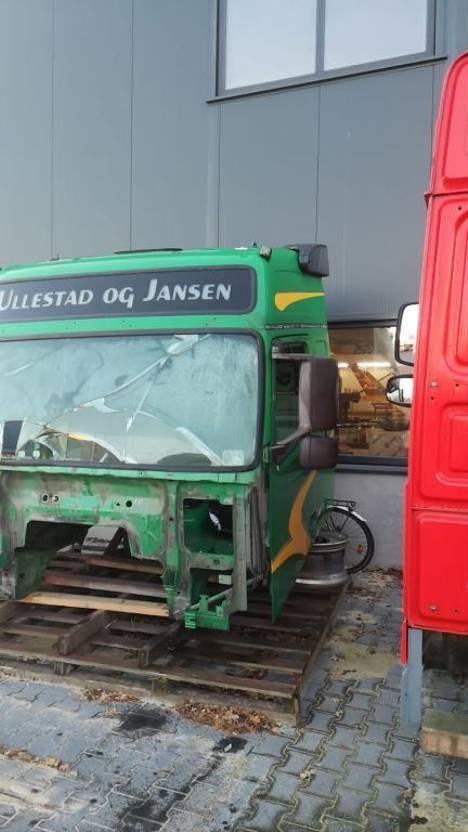 Cabine vrachtwagen onderdeel Volvo FH3 CABIN LEFT DOOR AND MIRROR OK 2011