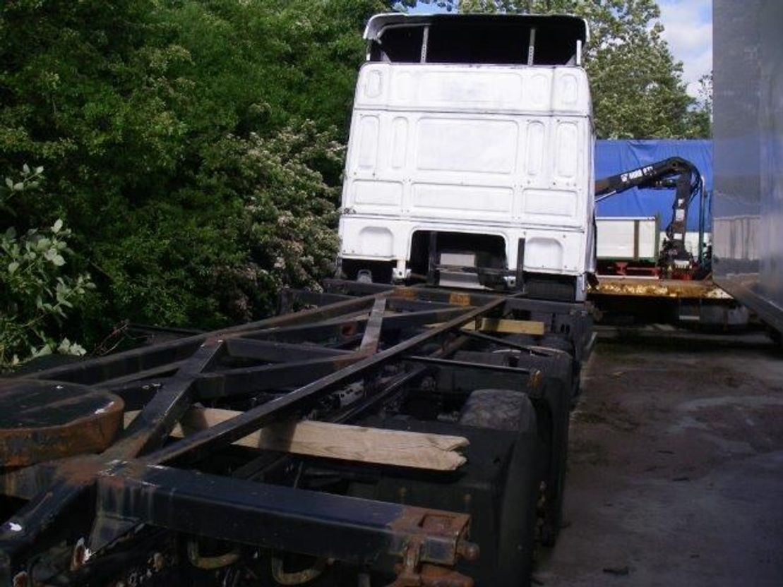 chassis cabine vrachtwagen DAF XF 95 95 XF 6x2
