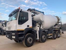betonpomp vrachtwagen Iveco Trakker 410T44 2006