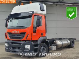 chassis cabine vrachtwagen Iveco Stralis 400 AT400S33 Hi-Street 4X2 LNG Manual 2x tanks ACC Euro 6 2017