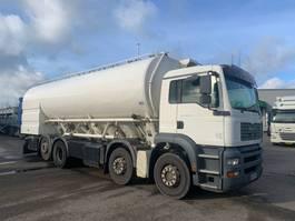 silo vrachtwagen MAN TGA  35.390 8x2 silo mit pump 2006