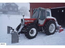 standaard tractor landbouw Massey Ferguson 690 Turbo w / hydr. blade 1985