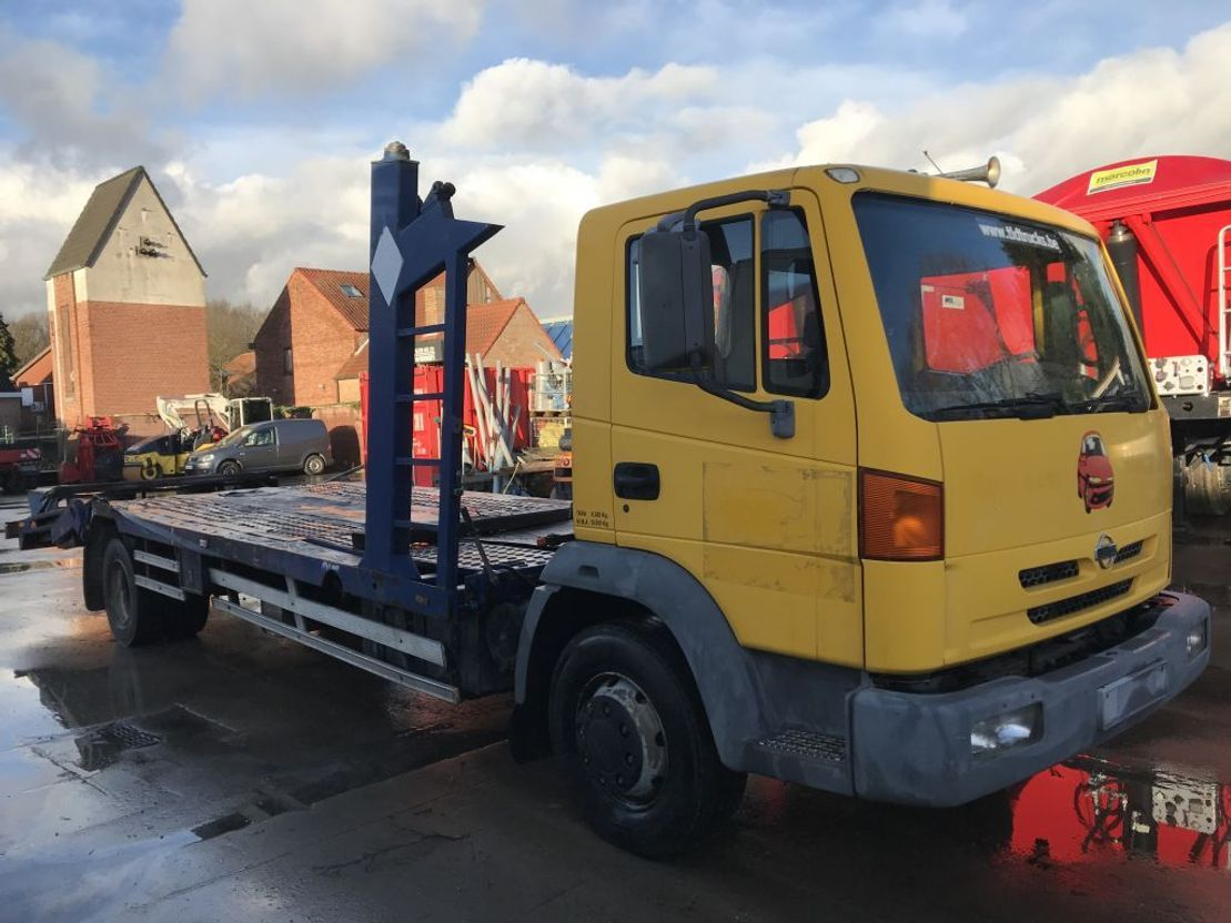 autotransporter vrachtwagen Nissan ATLEON 210 **CARTRANSPORTER** 2001