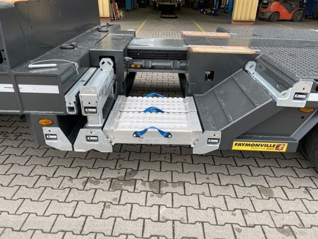 semi dieplader oplegger Faymonville 4-(1+3)-Achs-Tele-Semi mit Radmulden und hydr. Rampen zwangsgelenkt 2021