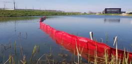 divers onderdeel Oliekeerscherm oil fence olieboom watergang sloot