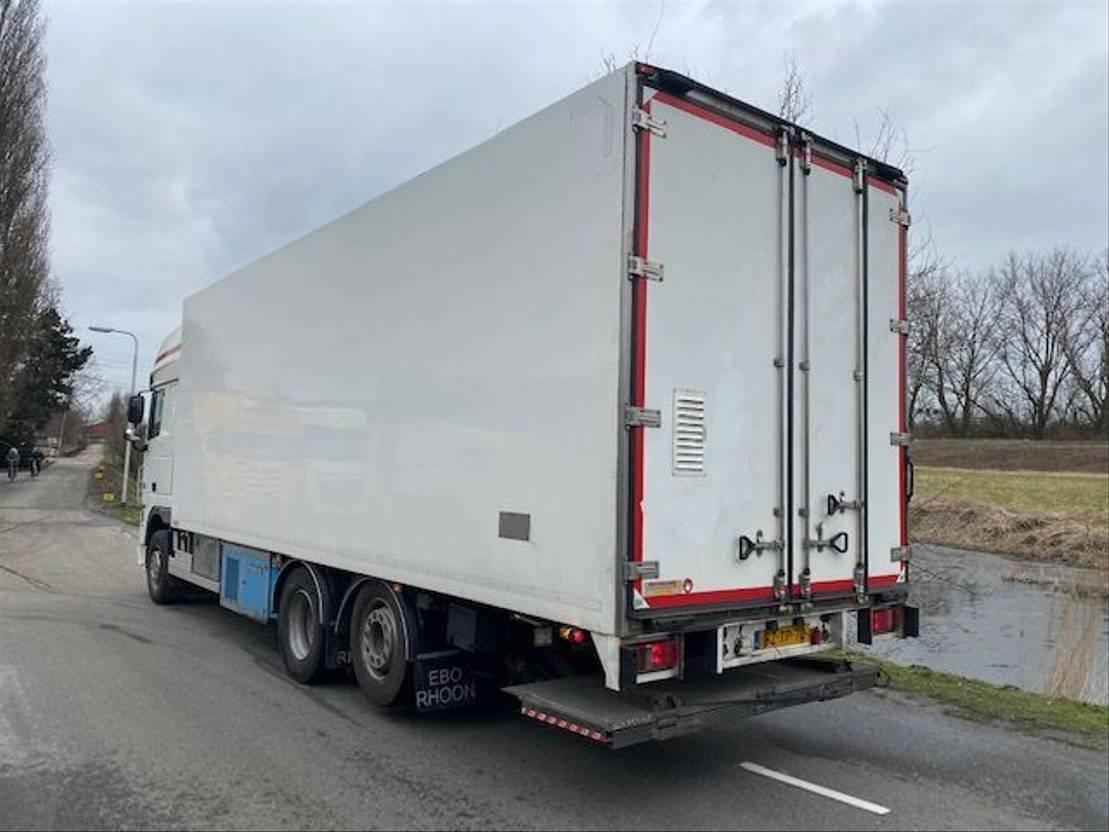 koelwagen vrachtwagen DAF XF 105.460 SSC / 6x2 / Frigoblock -25c +25c / Laadklep 2012
