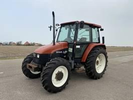 standaard tractor landbouw New Holland L85 1997