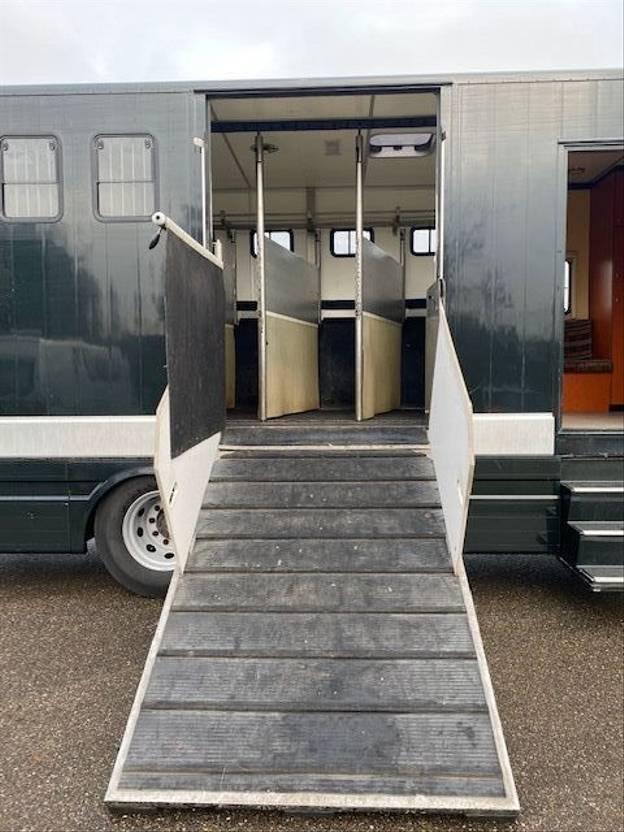 paardenvrachtwagen DAF FA CF75 2006