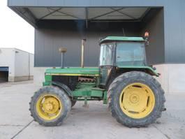 standaard tractor landbouw John Deere 3640