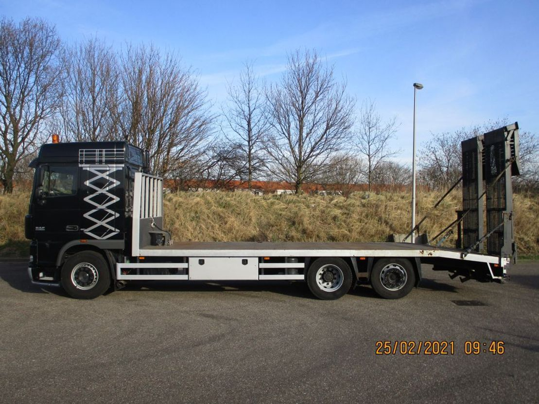 autotransporter vrachtwagen DAF 105.410 EURO 5 6X2 MACHINETRANSPORTER 2006