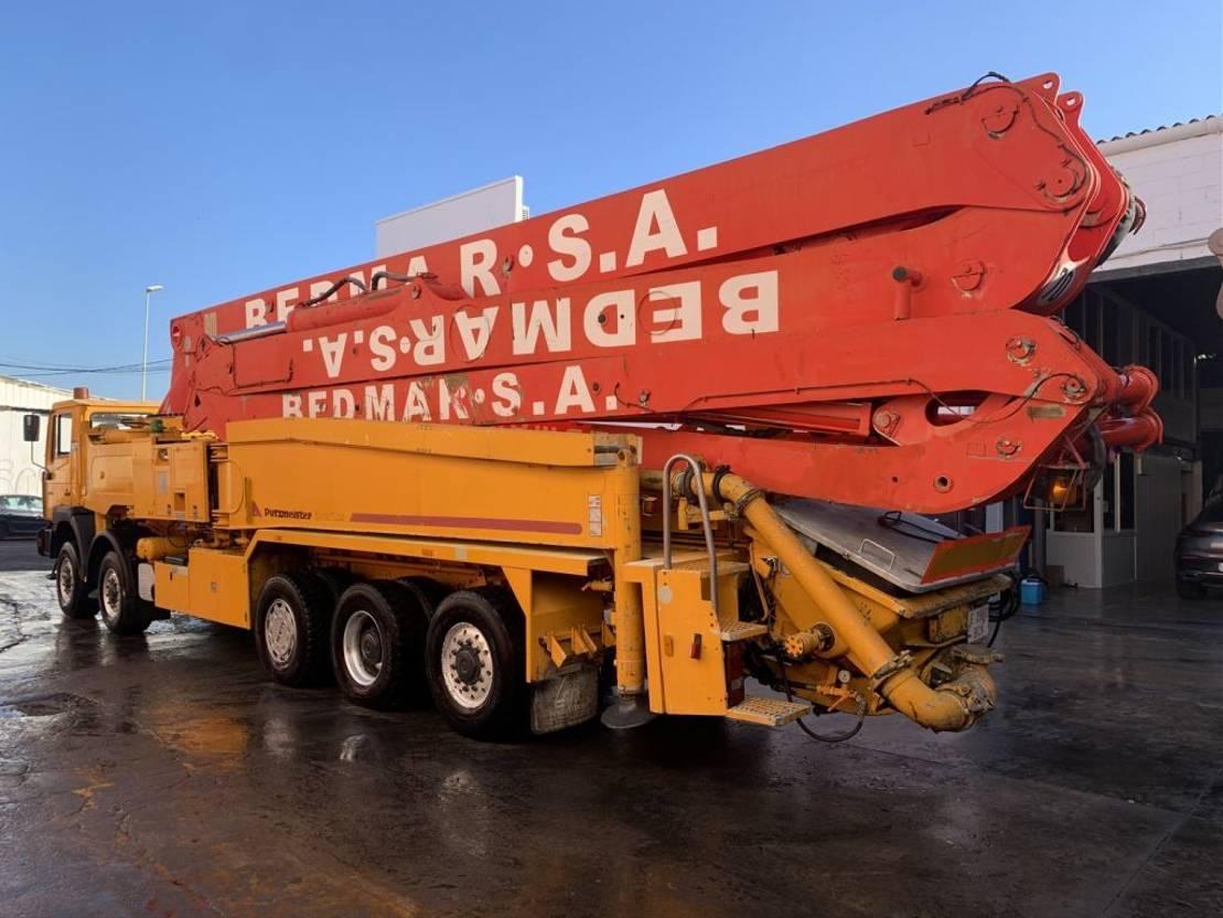 betonpomp vrachtwagen MAN E86 Bomba de hormigón Putzmeister BSF 52.20H 2003